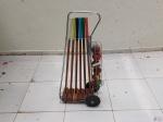 Kit completo  para jogo de Croquet, composto de carrinho, 6 marretas, 6 bolas e 9 argolas. Medindo a marreta 85cm de comprimento.