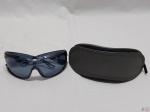 Óculos de sol Emporio Armani na cor azul. feito na Itália, estojo original.