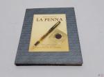 """Livro """"La Penna"""" de Enrico Castruccio, com escrita em espanhol."""