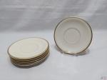 Jogo de 6 pratos de sobremesa em porcelana Tcheca Thun, friso ouro. Medindo 17cm de diâmetro.