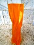 ABRAHAN PALATNIK  ( 1928 a 2020 ) Escultura em resina de poliester na forma de interessante coluna retorcida na cor AMBAR /DEGRADÉ . Peça original da década de 70 -  provável - SILON RIO BRASIL - medindo :23 cm de altura e 7 cm de base.