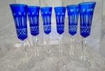 Seis Longos FLUITS em cristal europeu no tom double em azul e branco , com rica lapidação , com hastes facetadas brancas e base circular. Altura 21 cm.FORMOSOS !!!