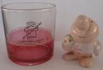 AM000, Lote com 1 copo para whisky e 1 enfeite em cerâmica policromada, maior medindo 8 cm de altura